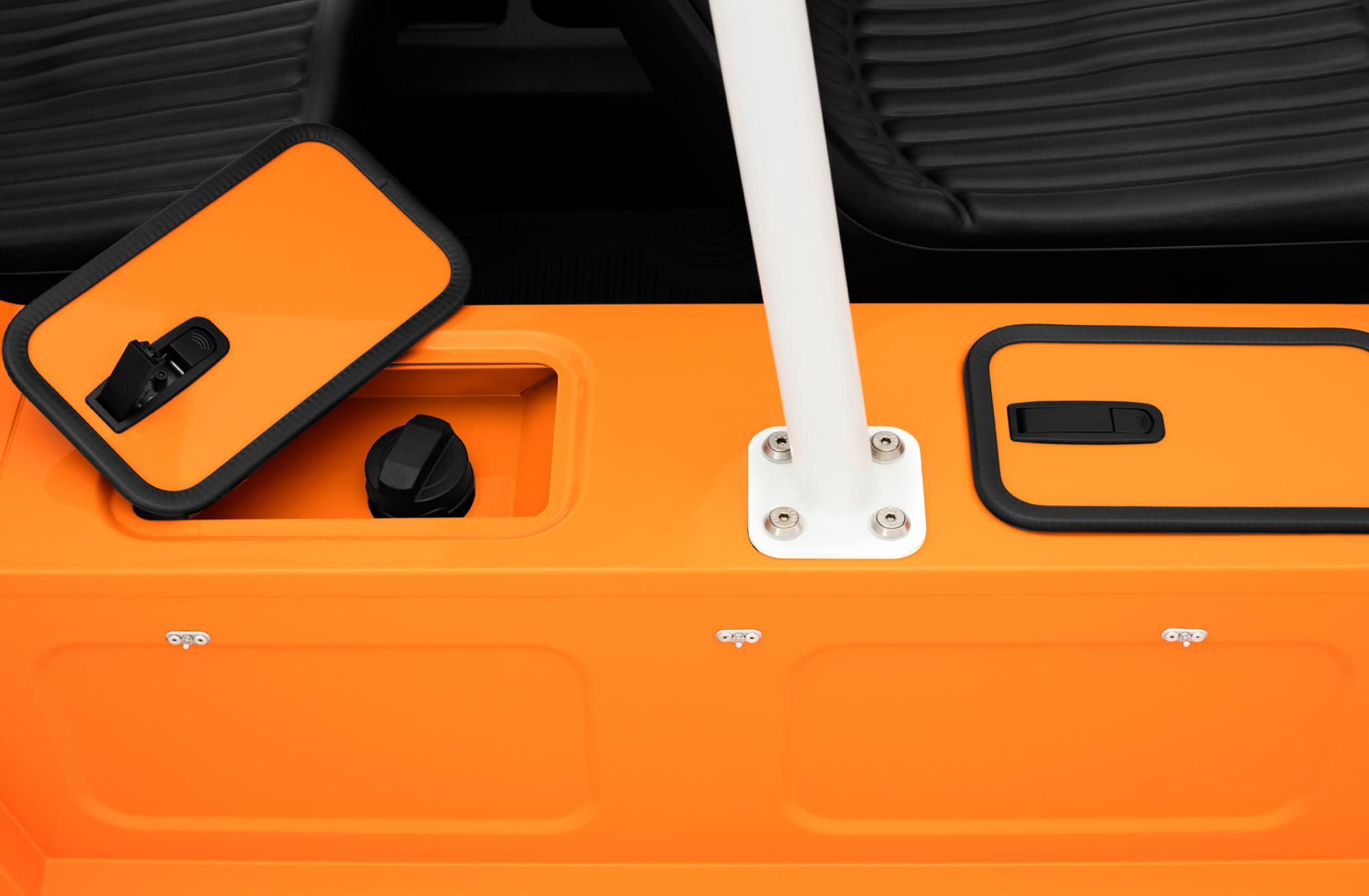 Moke-Orange-Detail