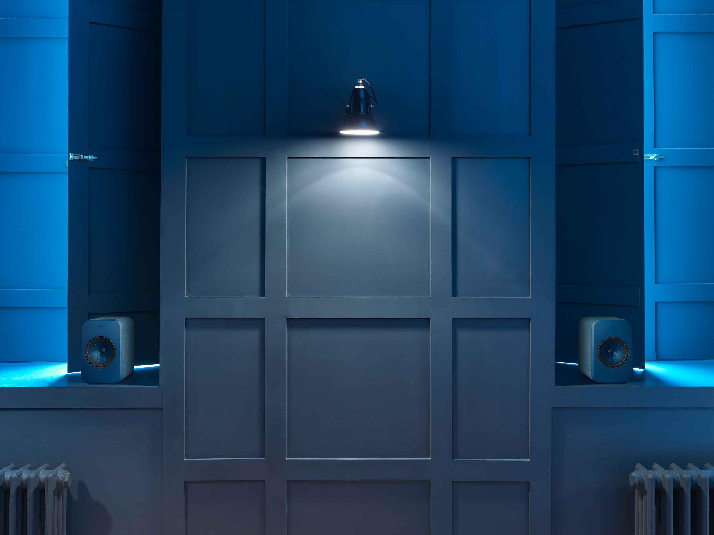 E2_shot-2_blue